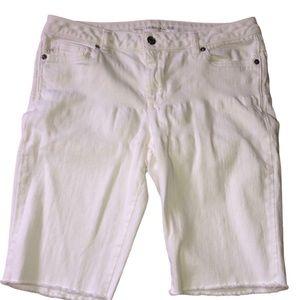 ❗️Size 8 Michael Kors white Bermuda shorts.